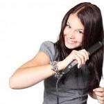 ヘアアイロンは白髪混じりのクセ毛に必需品