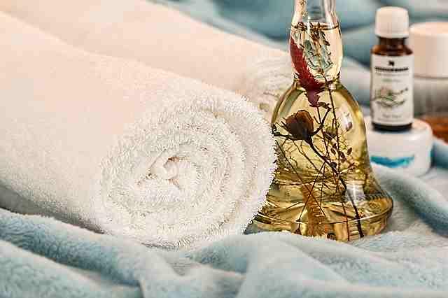 massage-therapy-1612308